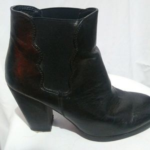 Leather black boot
